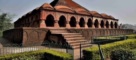 This historical building was commissioned by Mallabhum king Hambir Malla Dev in 1600 CE. All Radha Krishna idols of Bishnupur town used to  brought here yearly